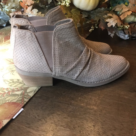Report Shoes - Report Ankle Booties